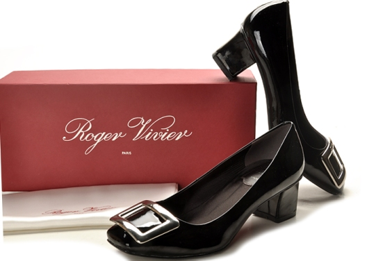 roger-vivier-belle-vivier-black-leather-pumps